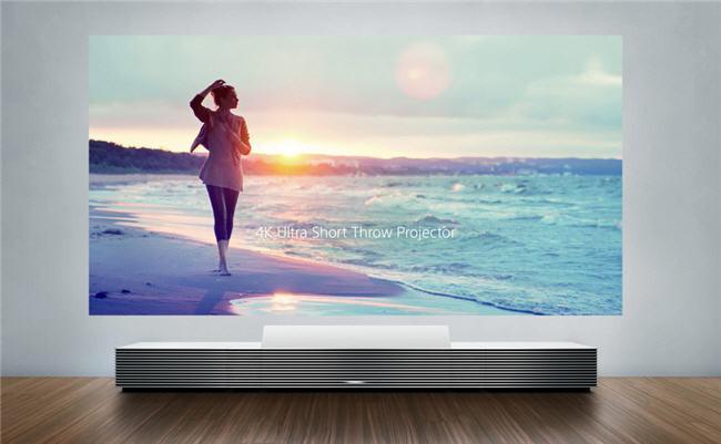 650_1000_sony-proyector-tiro-corto-3