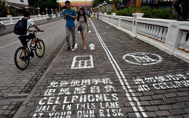 650_1000_cellphones_lane_china