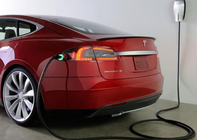 Tesla y el coche que se carga solo