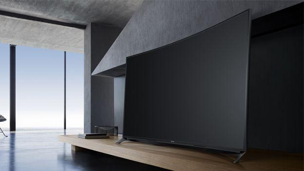 Panasonic cambia las pantallas planas por un modelo curvo