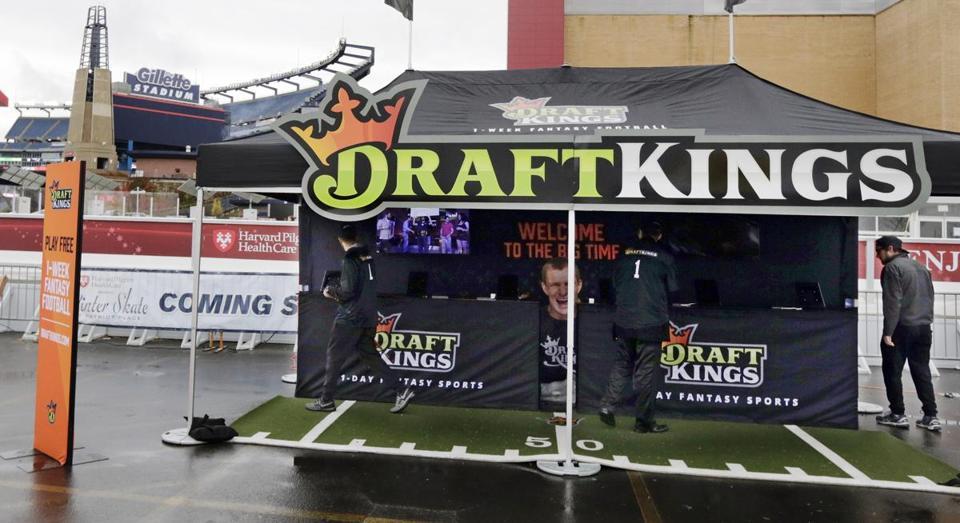 Demandan a DraftKings y FanDuel por seguir operando en lllinois