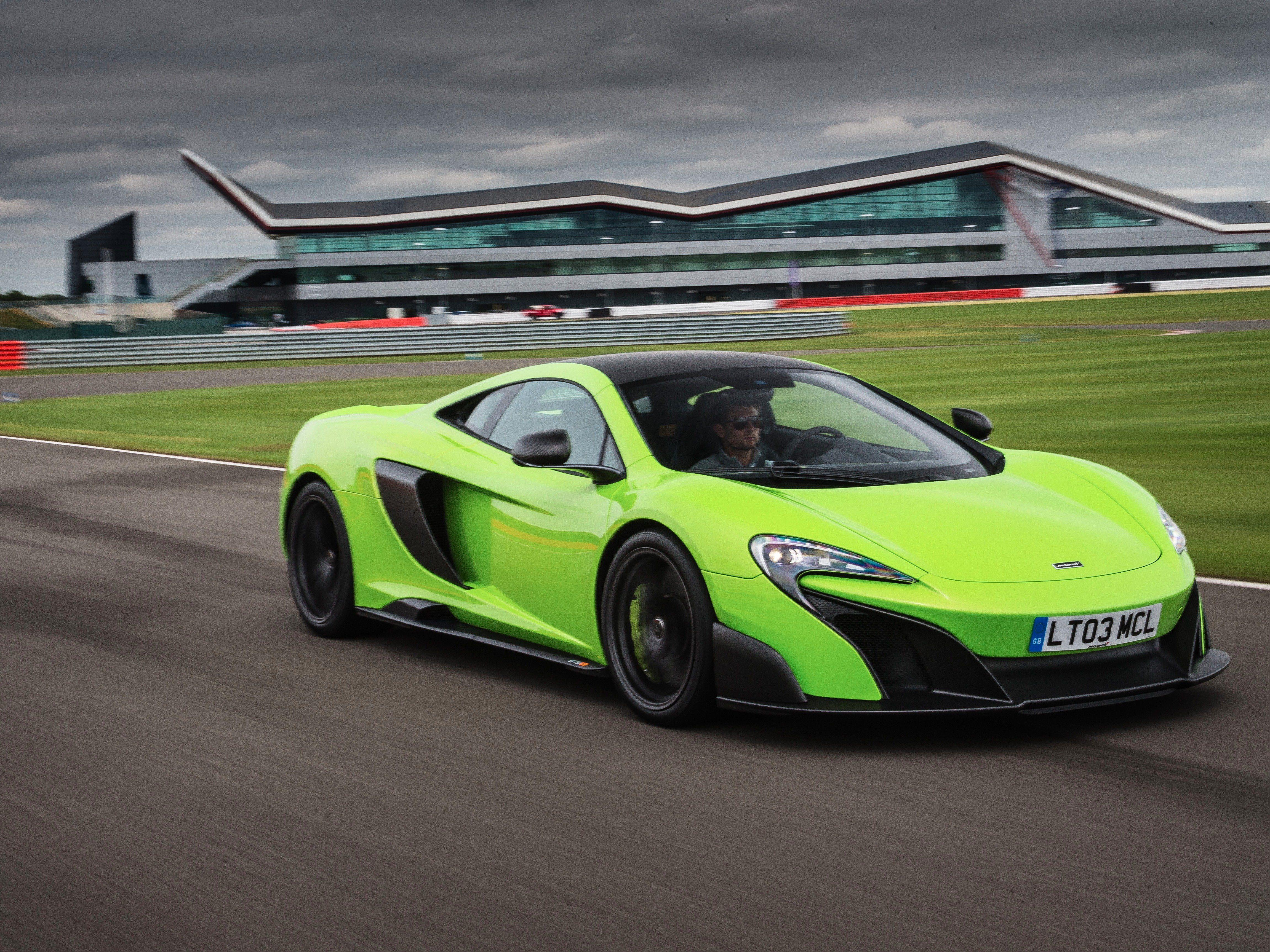 McLaren 675LT con 666