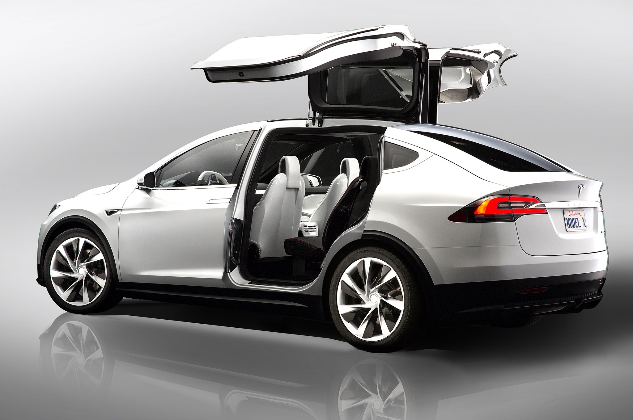 Tesla ModelX de Navidad es más brillante que las luces de un árbol