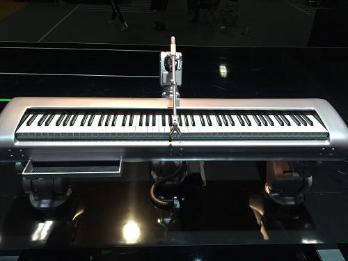 el increíble teclado de oro rosado