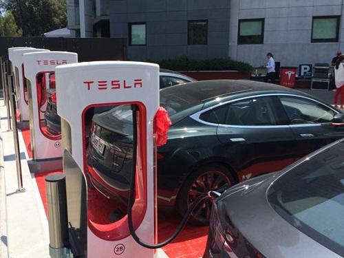 Estación de recarga de Tesla en Girona