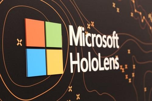 Microsoft-HoloLens-Twitter-2-930x620