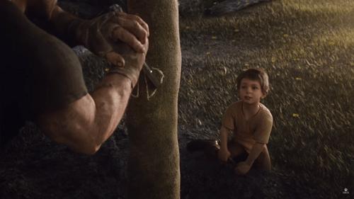 En las primeras imagenes se ve al joven JD plantando un arbol junto a su padre