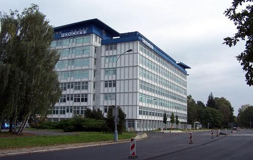 Foxconn firma la adquisición de Sharp por $ 3.5 billones.