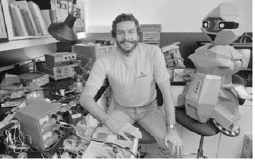 Bushnell en su laboratorio en Atari