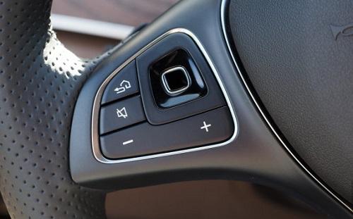 Controles del volante del Mercedes Benz E300
