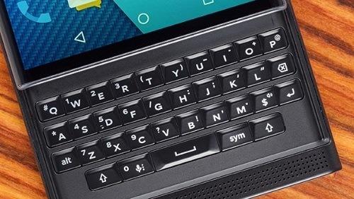 El teclado físico es una de las características principales del dispositivo
