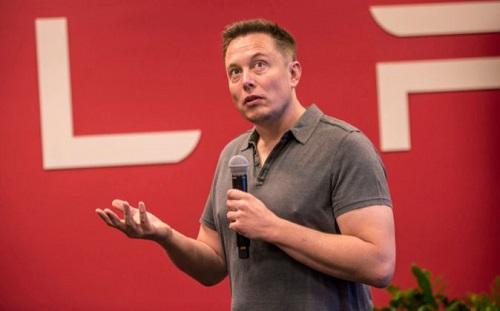 Elon Musk no considera a Google ni Apple como competencia en materia de vehículos