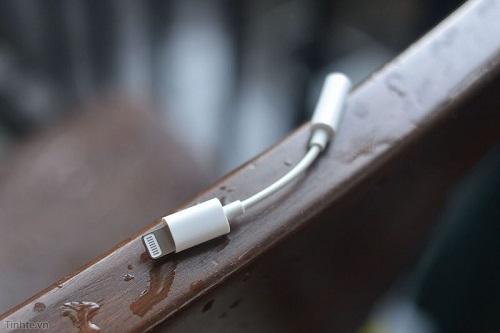 Adaptador para audífonos lightning a 3,5mm filtrado en video