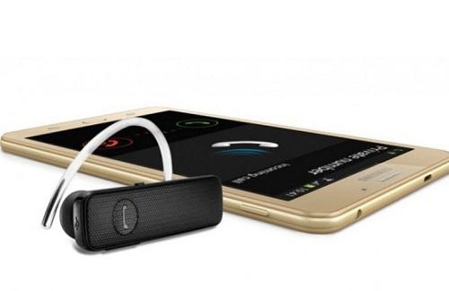 El Samsung Galaxy J Max vendrá con audifonos Bluetooth