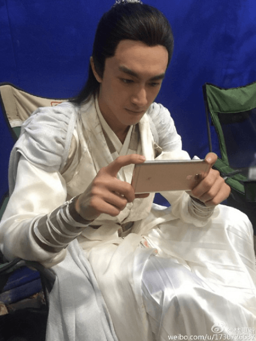 foto-filtrada-del-actor-asiatico-con-el-leeco-le-pro-3